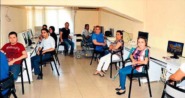 İŞKUR'dan engellilere 'kasa sorumlusu' kursu