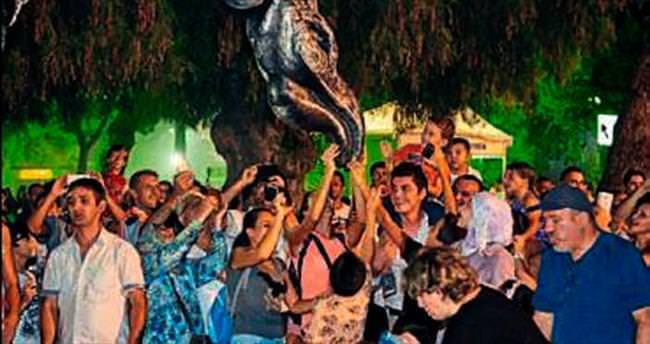 Dinozor gösterisi çocukları korkuttu