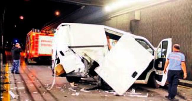 Vinç yüzünden iki araç çarpıştı