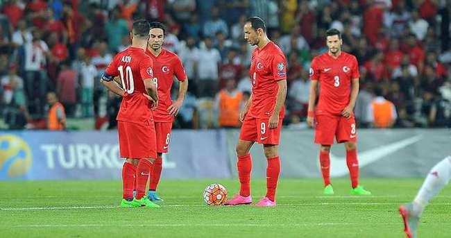 Yazarlar Türkiye - Letonya maçını yorumladı