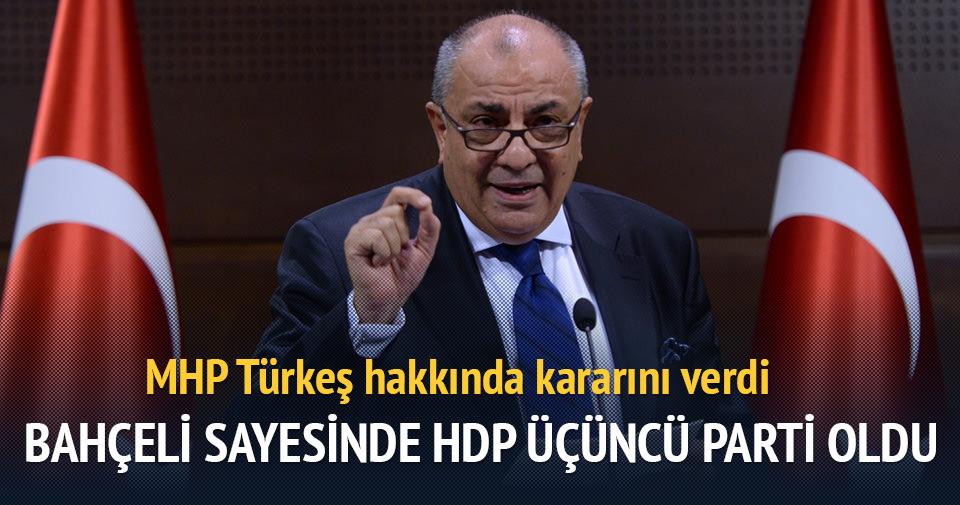 Tuğrul Türkeş MHP'den ihraç edildi