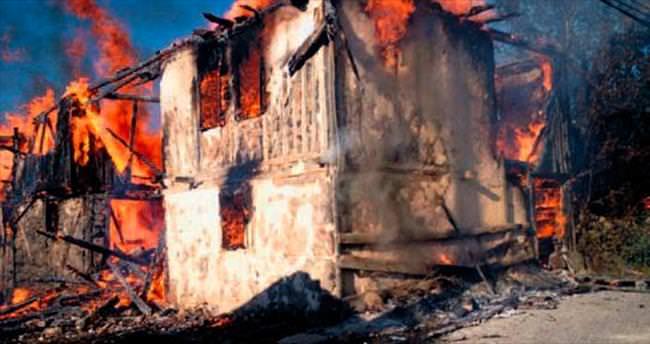 Köyde 7 ev kül oldu