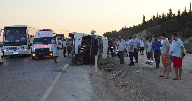 Minibüs otomobile çarptı: 9 yaralı