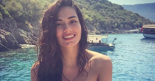 Nur Bozar bikinili fotoğrafını paylaşınca...