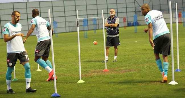 Hikmet Karaman'dan futbolculara uyarı