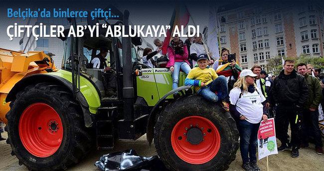 Çiftçiler AB'yi ablukaya aldı