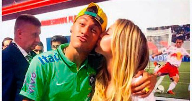 Neymar'a 'tatlı' bir öpücük!