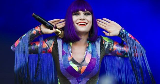 Jessie J küçük hayranı ile düet yaptı