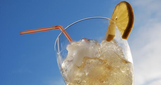 İçeceğinize buz koymadan bir daha düşünün!