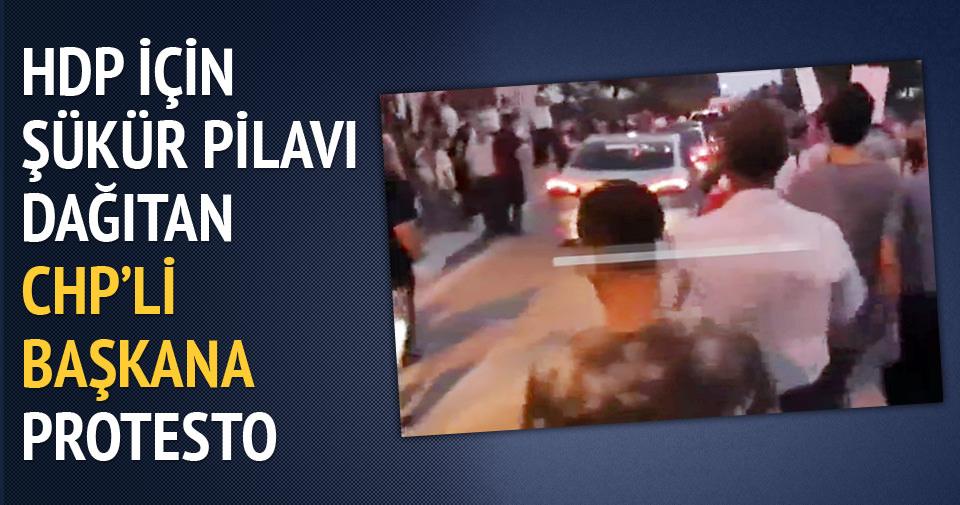 HDP için şükür pilavı dağıtan CHP'li başkana protesto