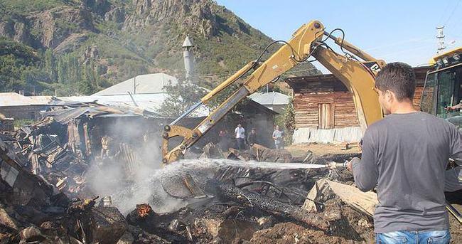 İtfaiye sokağa giremedi evler yandı!