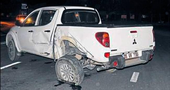 Urla'da otomobille kamyonet çarpıştı