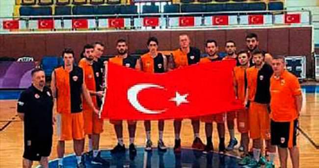 Adanaspor basketbol takımı şehitleri andı