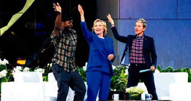 Clinton'dan e-posta özrü