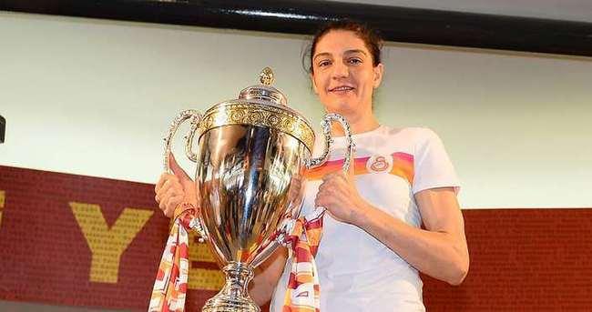 Nevriye Yılmaz 1 yıl daha Galatasaray'da