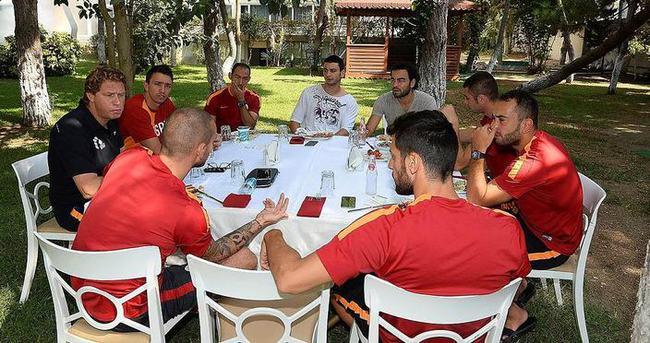 Sneijder'den takım arkadaşlarına barbekü partisi