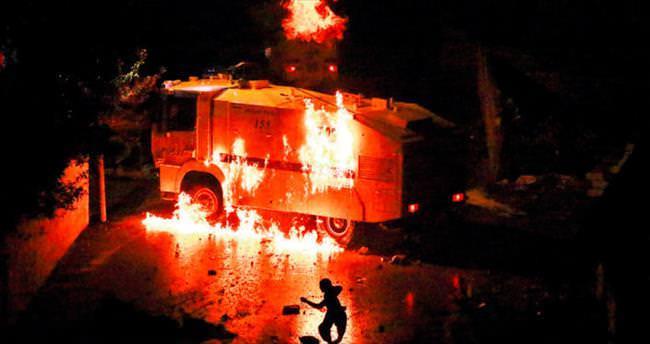 Yol kesip araç yakmak isteyen PKK'lılara vatandaşlardan tepki
