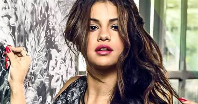 Selena Gomez: Üstsüz pozumda photoshop var