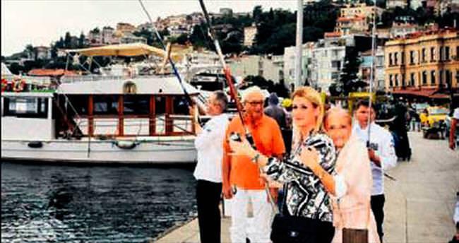 Sosyete Boğaz'da balık tuttu