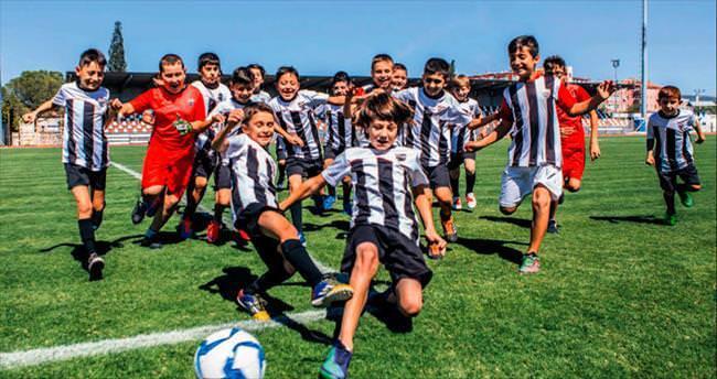Soma'da acının panzehiri futbol