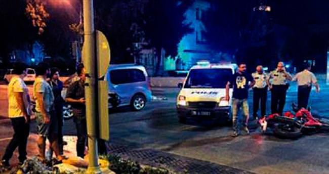 Ters yöndeki polis aracı, kadına çarptı