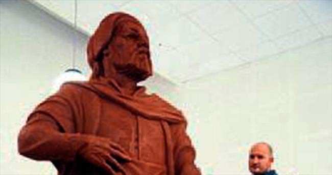 8 Türk büyüğü için anıt heykel