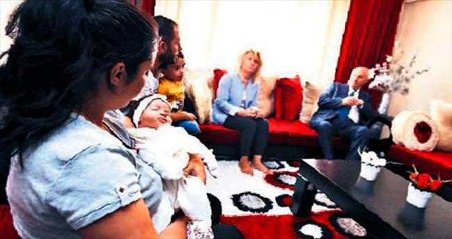 Simay bebeğe ilk hediye Fethi dedesinden