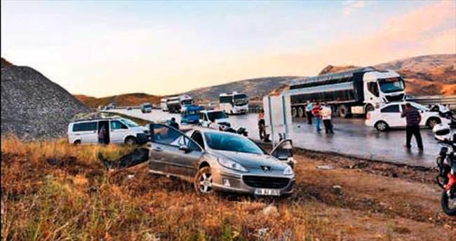 Elmadağ'da zincirleme trafik kazası: 8 yaralı