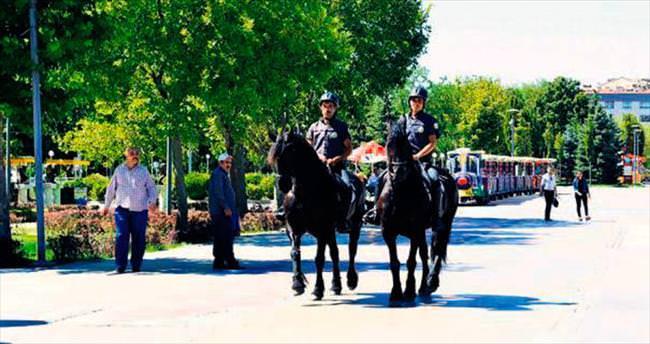 Parklarda atlı güvenlikle asayiş