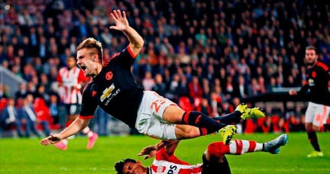 ManU PSV'ye çarpıldı