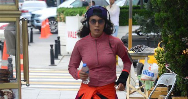 Serenay Aktaş bisikletten düştü