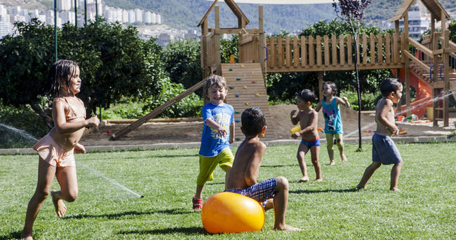 Çocuğunuzun açık alanda oynamasına izin verin