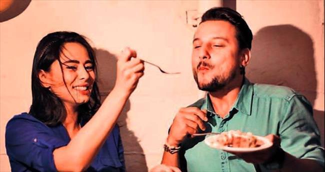 Çöloğlu'na film setinde üç pastalı doğum günü!