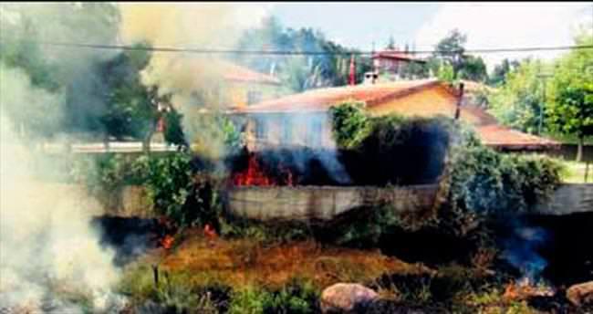 Mamak'ta anız yangını korkuttu