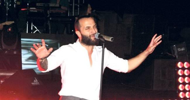 Şarkıcı Berkay, sevgilisini klibinde oynattı