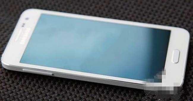 Samsung Z3'ü duyurdu