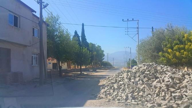 Alaşehir'de Yol Yapım Çalışmaları Devam Ediyor