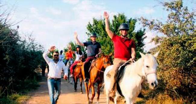 Görme engelliler atla safariye çıktı