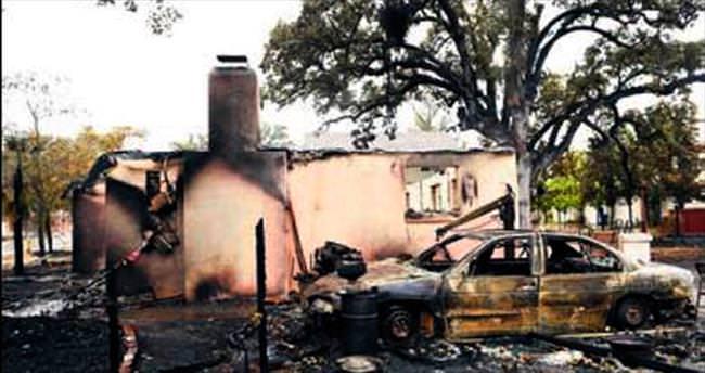 Kaliforniya yangını evlere sıçradı: 3 kişi diri diri yandı