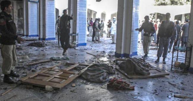 Pakistan'da camiye saldırı: 16 ölü