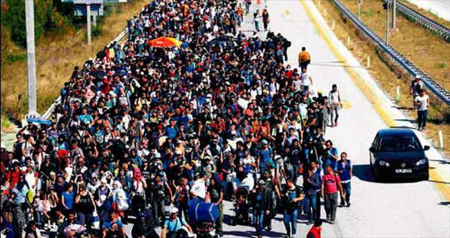 Edirne'de yürüyüşe geçen mültecilere müdahale