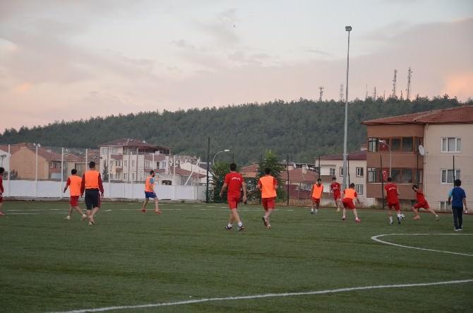 Derbi Maçı Öncesi Taraftarlardan Futbolculara Baklava