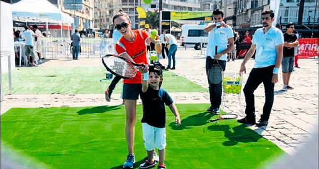 Tenis'te şölen başladı
