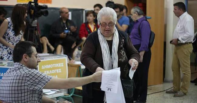 Yunanistan'da halk erken genel seçim için sandık başına gitti