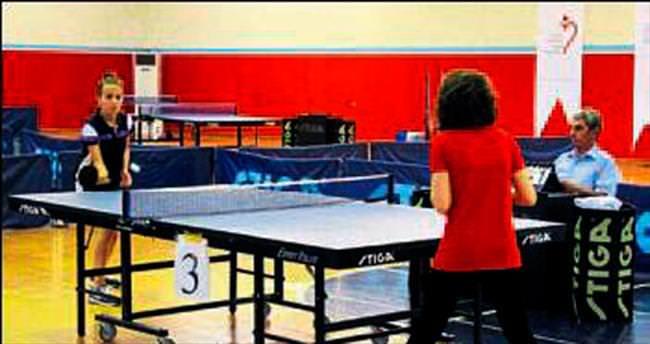 Masa tenisinde kozlar paylaşıldı
