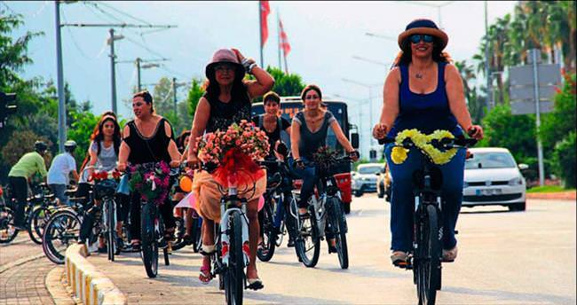 Süslü bisikletliler