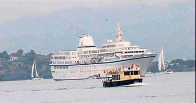 Fethiye'ye dev gemi ile 325 turist geldi