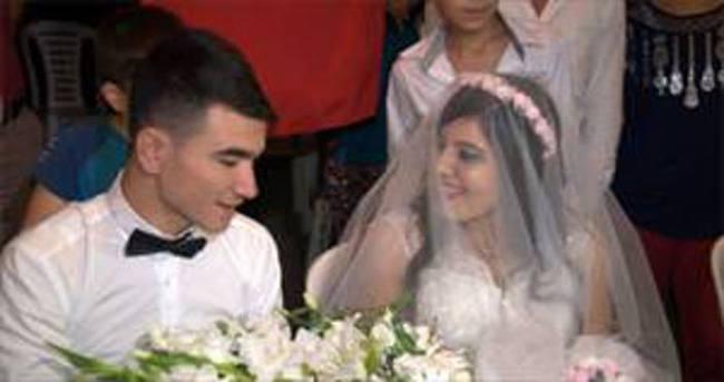 Kendi düğününe yetişemeyen asker, gelinine kavuştu!