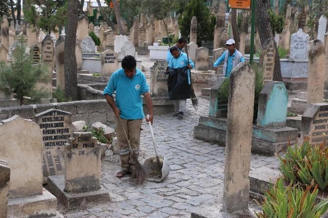 Haliliye'den Bedüüzzaman Mezarlığı'nda Bayram Temizliği