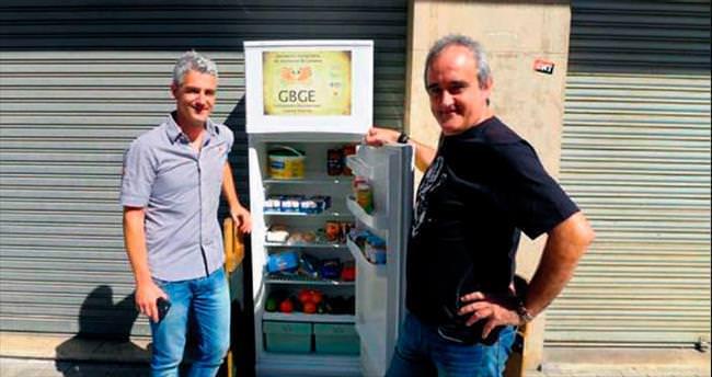 İhtiyacı olanlar için sokağa buzdolabı...